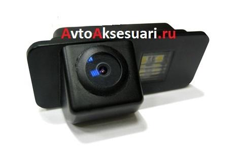 Штатная камера заднего вида